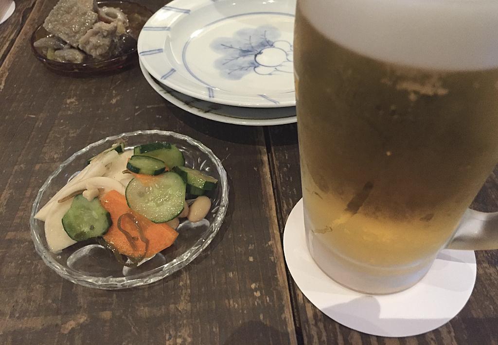 酒場ペリカンのビールとお通し