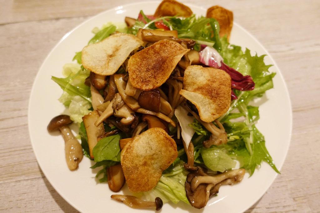 カリカリきのこといろいろ野菜のサラダ