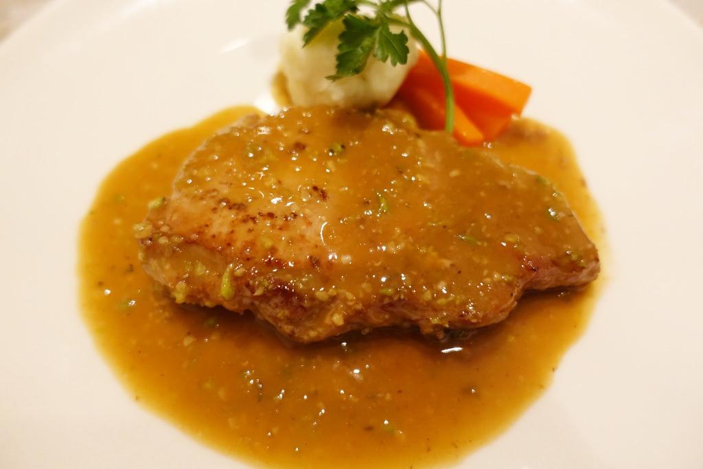 静岡産豚ロース肉のステーキ・河内産わさび味噌のソース