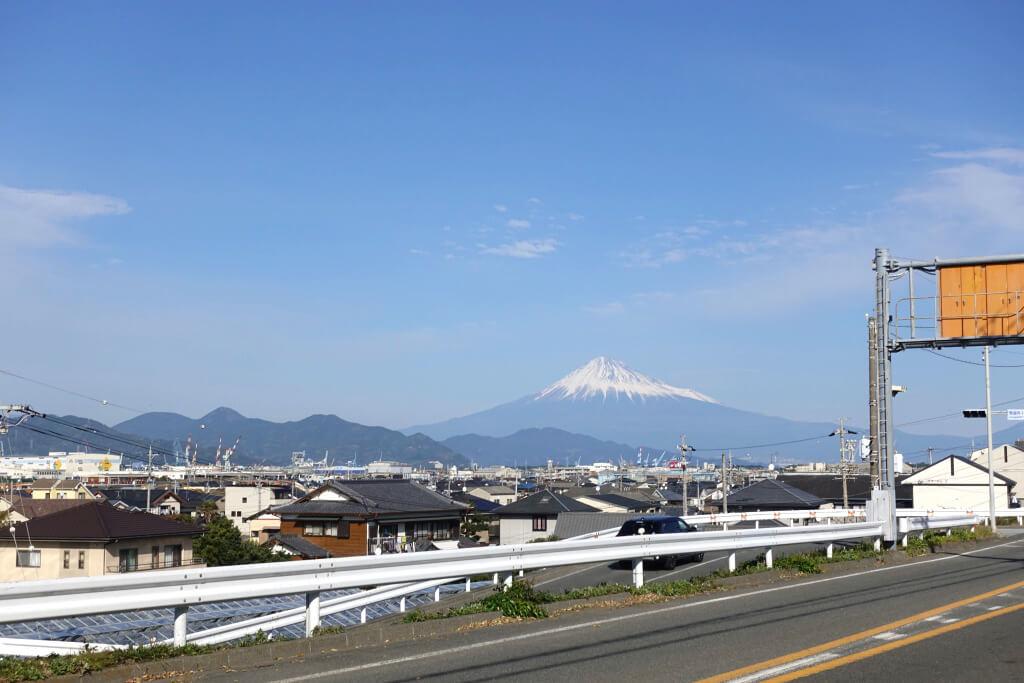 玄関から富士山が見える
