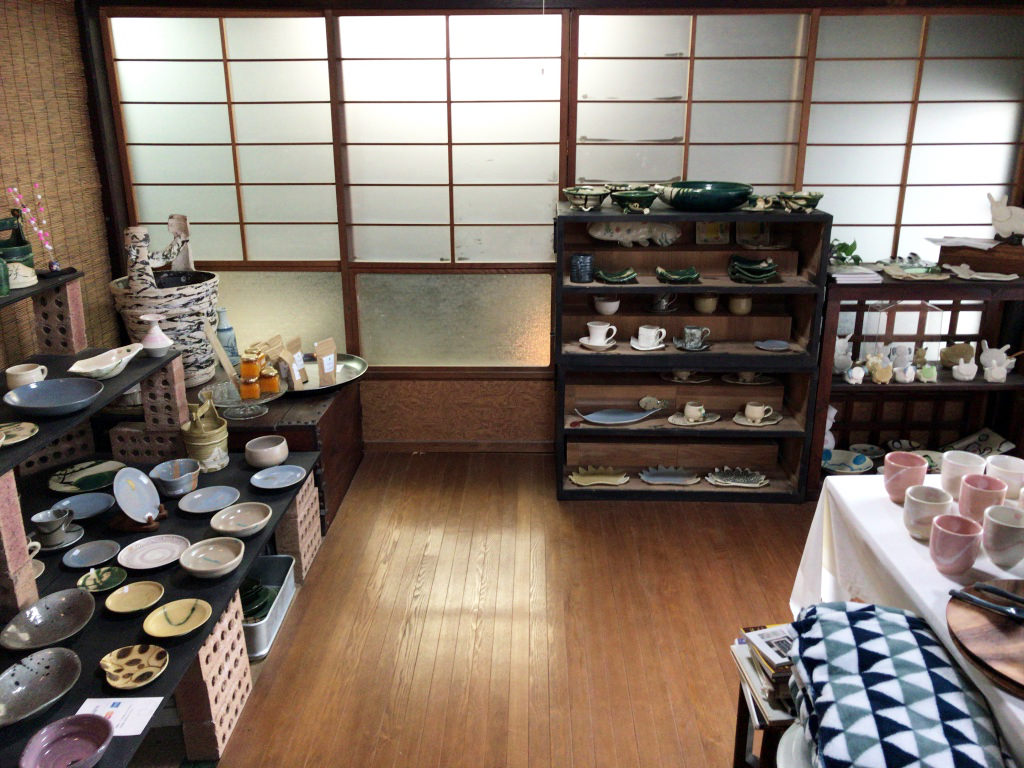 カフェなまづやのカフェ&ギャラリー