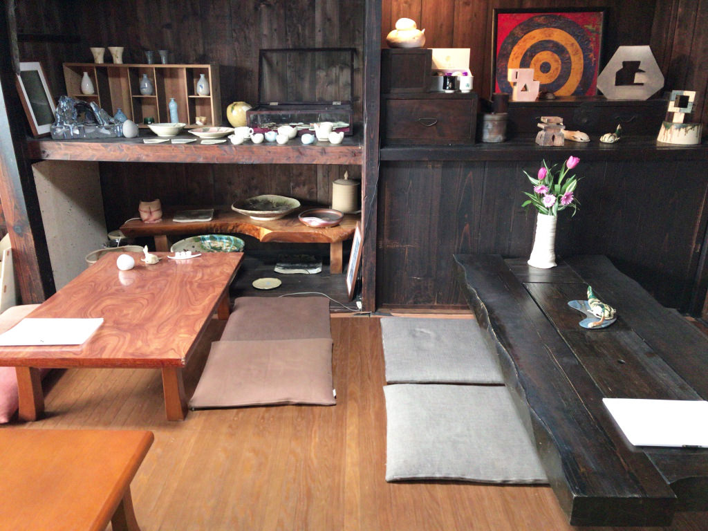 カフェなまづやの座敷席