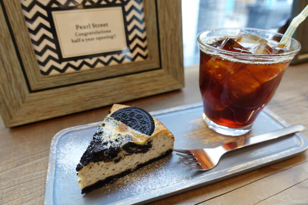 アイスコーヒーとオレオチーズケーキ