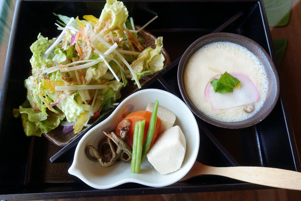 サラダ・野菜の炊き合わせ・茶碗蒸し