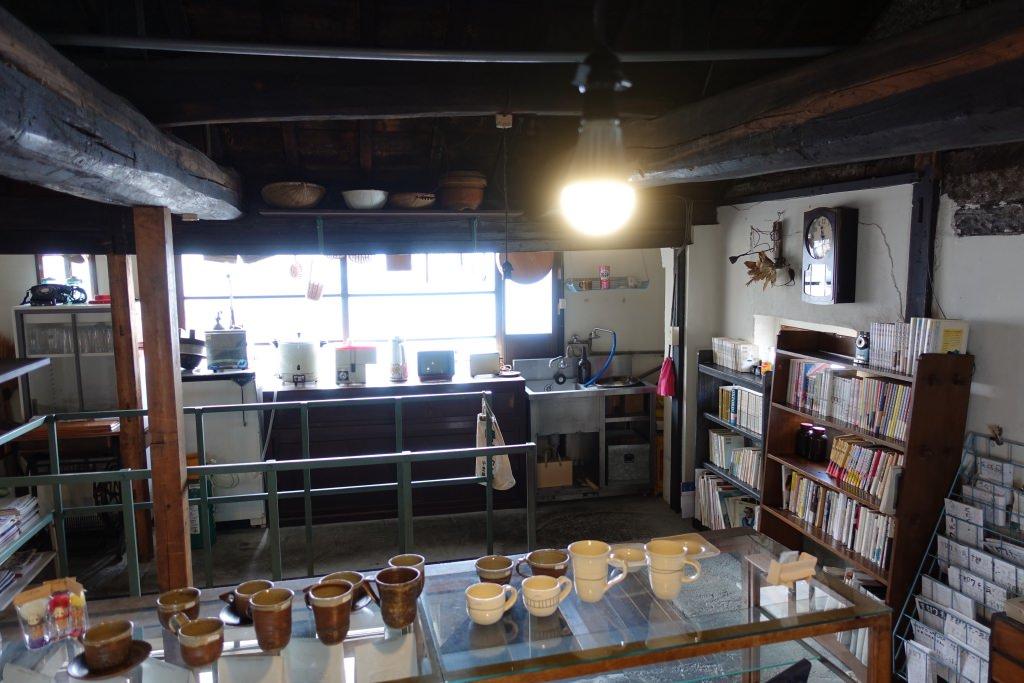 「ひねもすカフェ」の店内