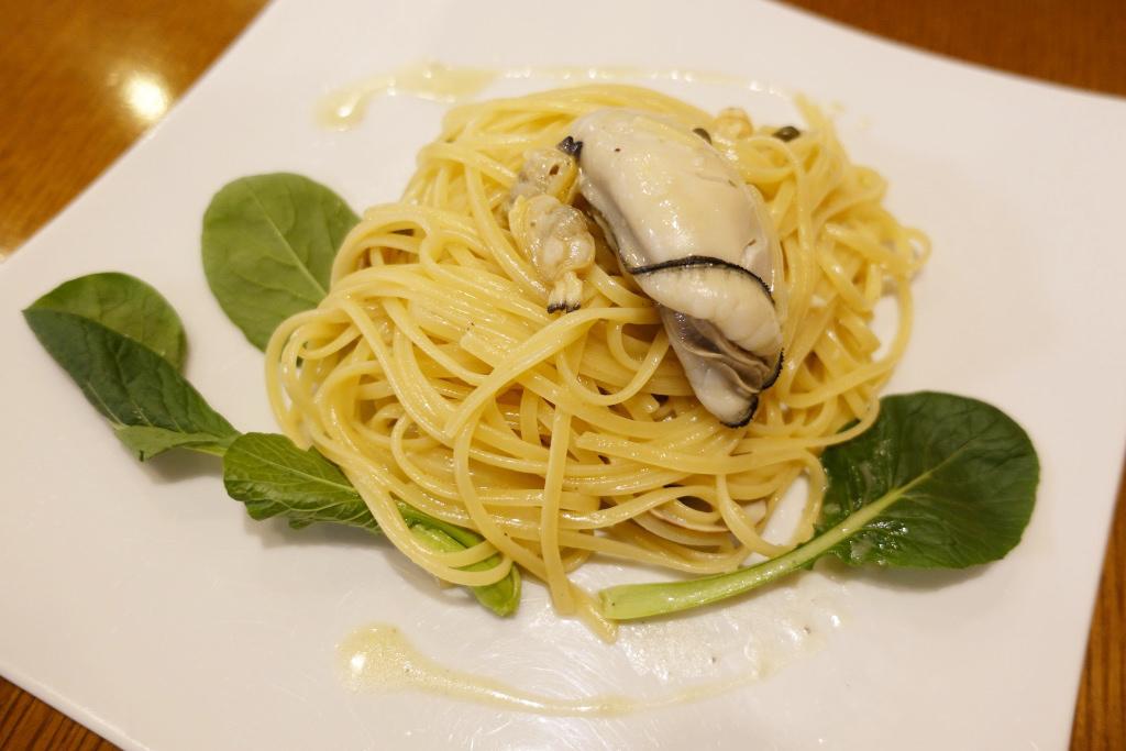 播州牡蠣とあさりのレモンバターソース