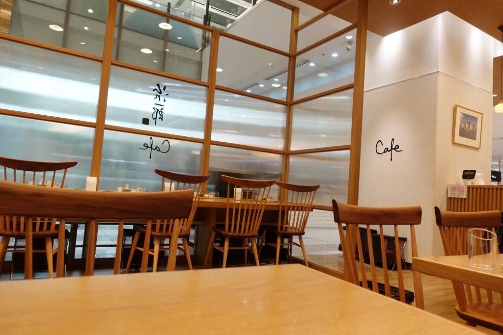 治一郎カフェの店内