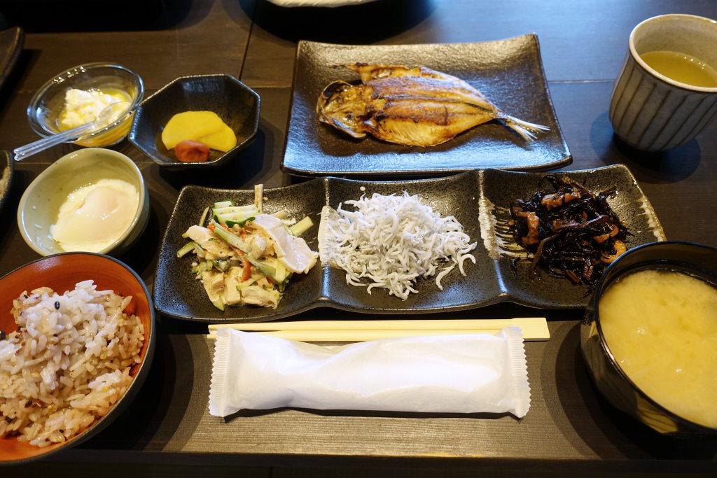 「日本色」の朝食
