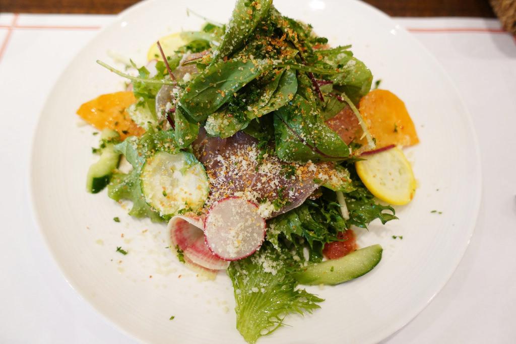 たっぷりフレッシュ野菜のサラダ