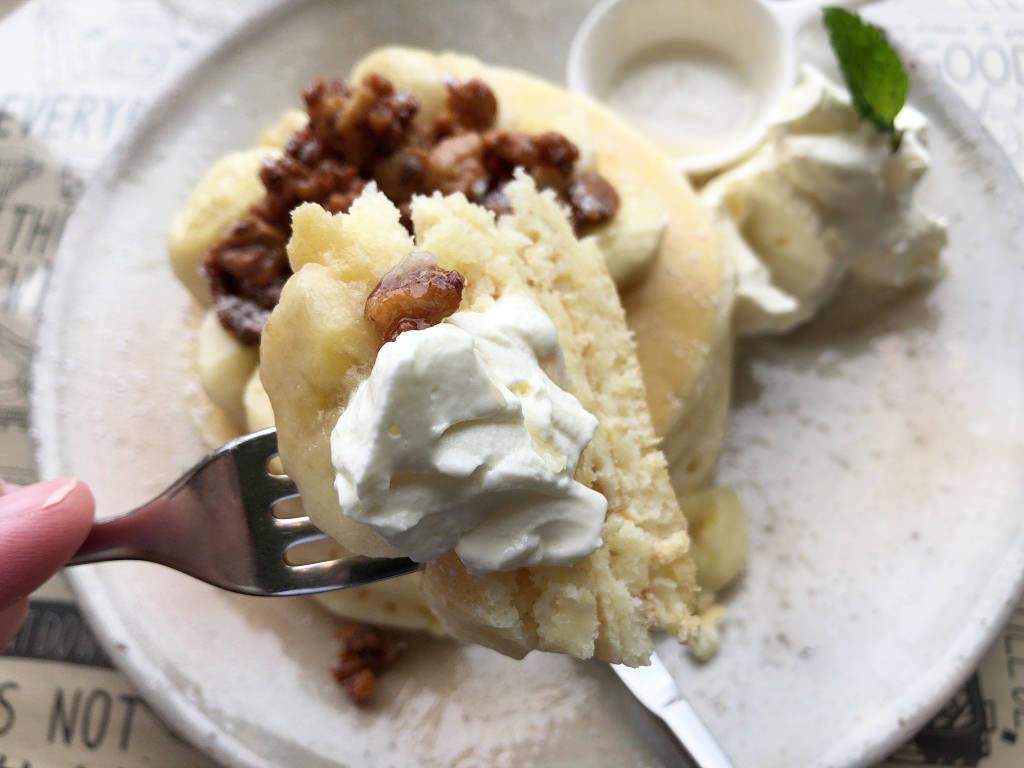 バナナとクルミのパンケーキ
