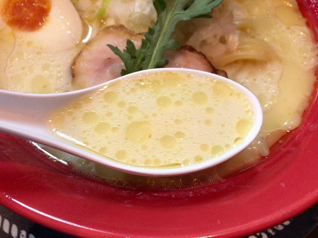 クセになる鶏白湯スープ