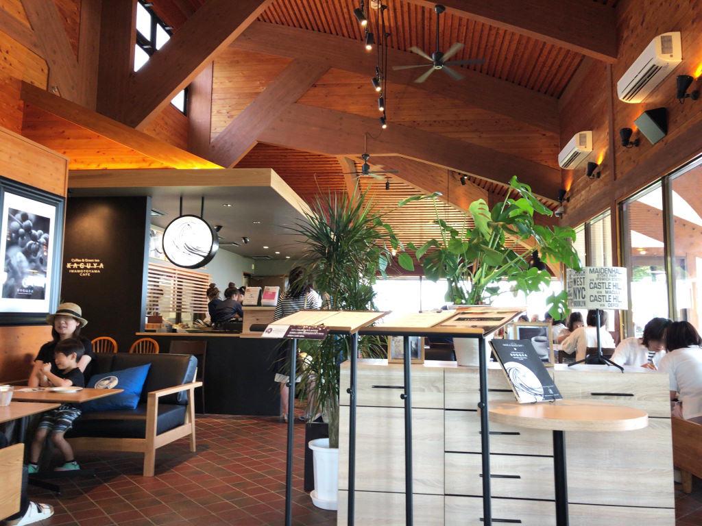 「かぐや岩本山カフェ」の店内