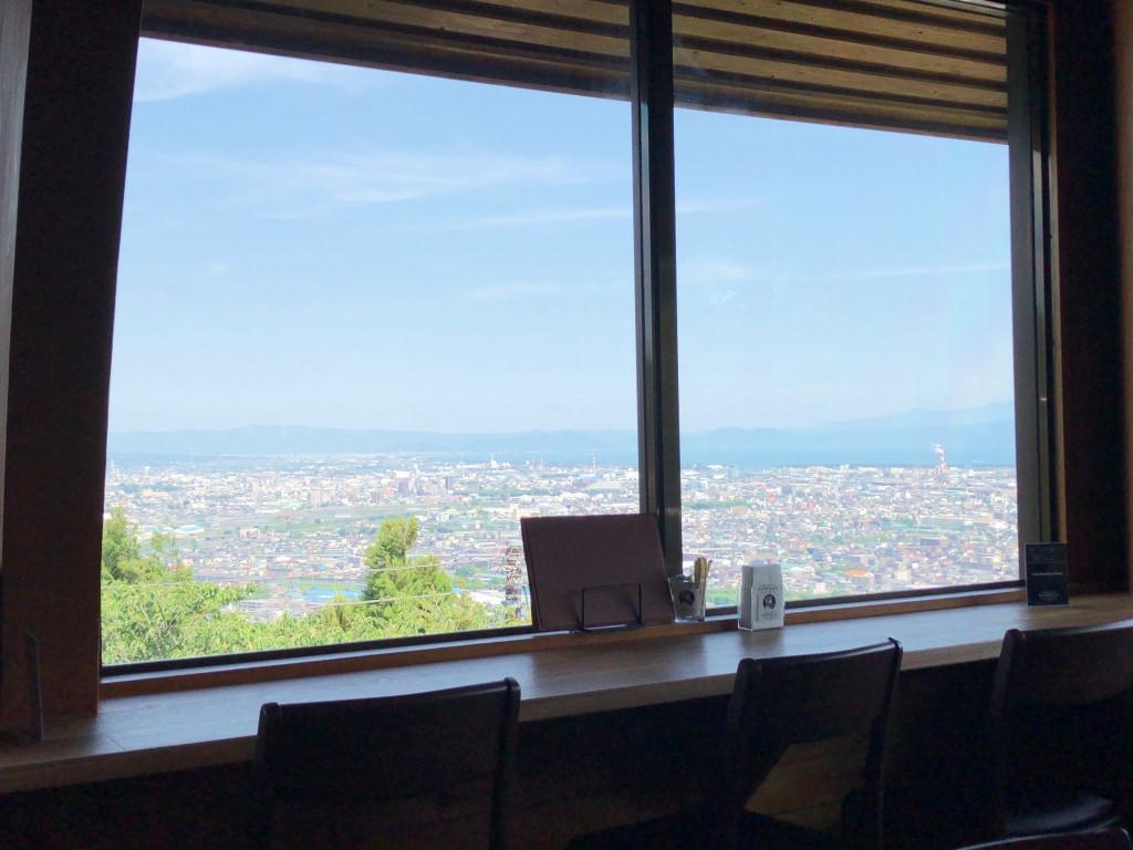 窓際の席からの景色