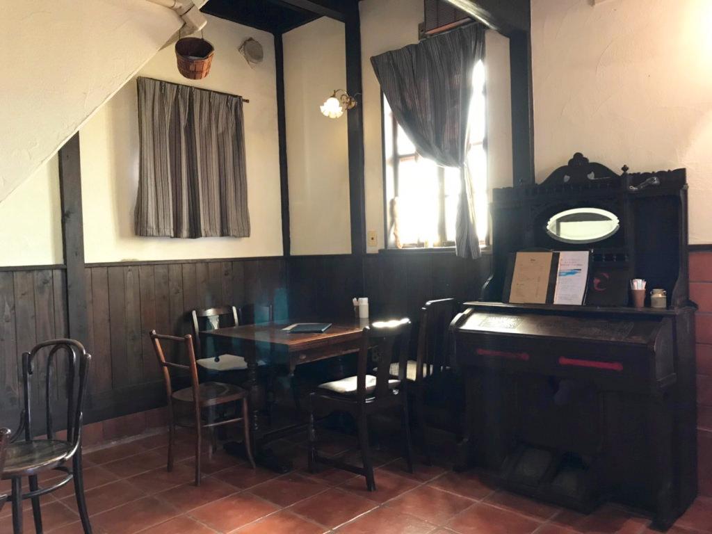 カフェ バウムクローネンの店内