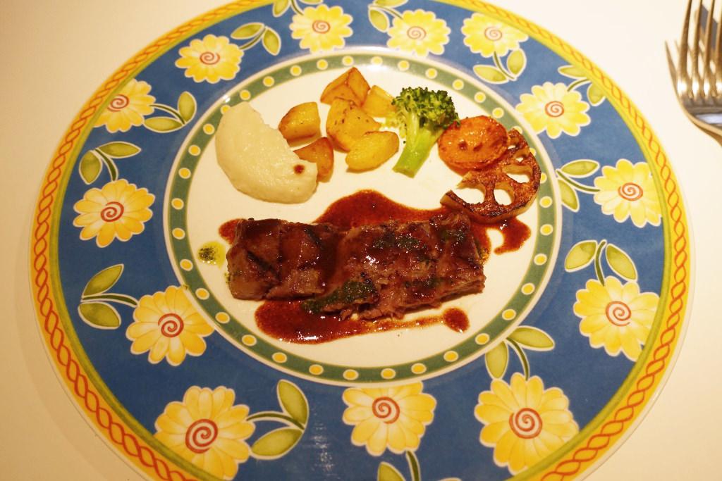 宮崎県産の牛ロースステーキ