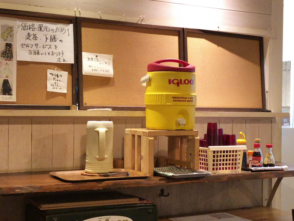 kuwaya食堂の店内