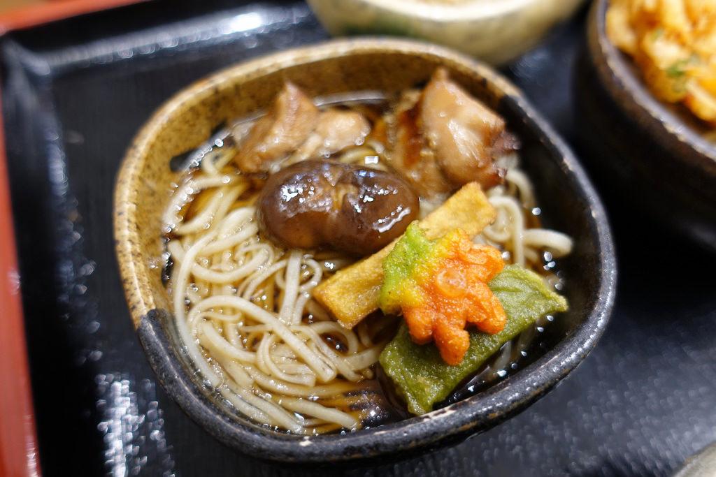 生麩揚げ、鶏肉、椎茸煮