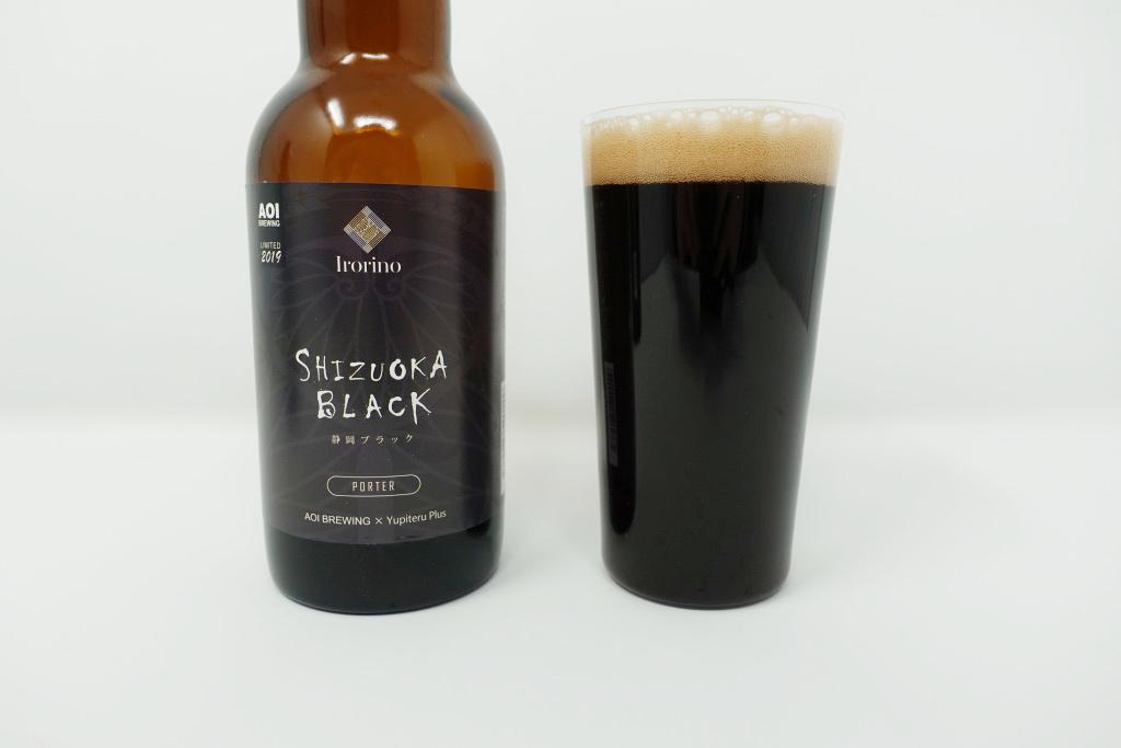 グラスに注いだ静岡ブラック