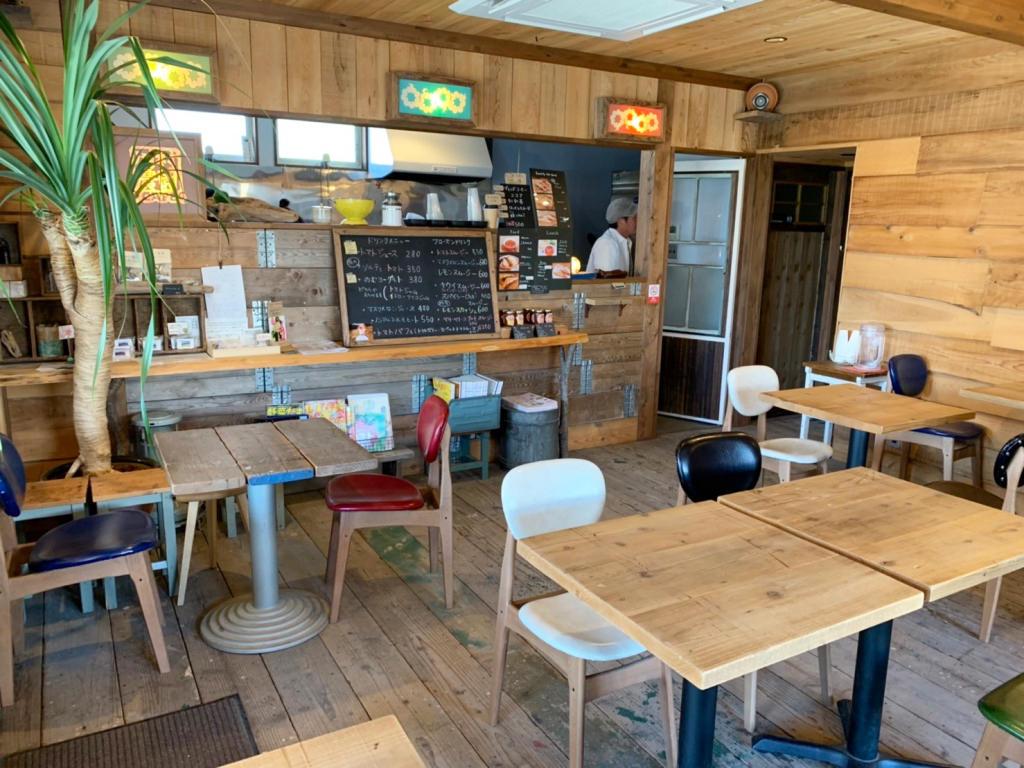 川村農園カフェの店内