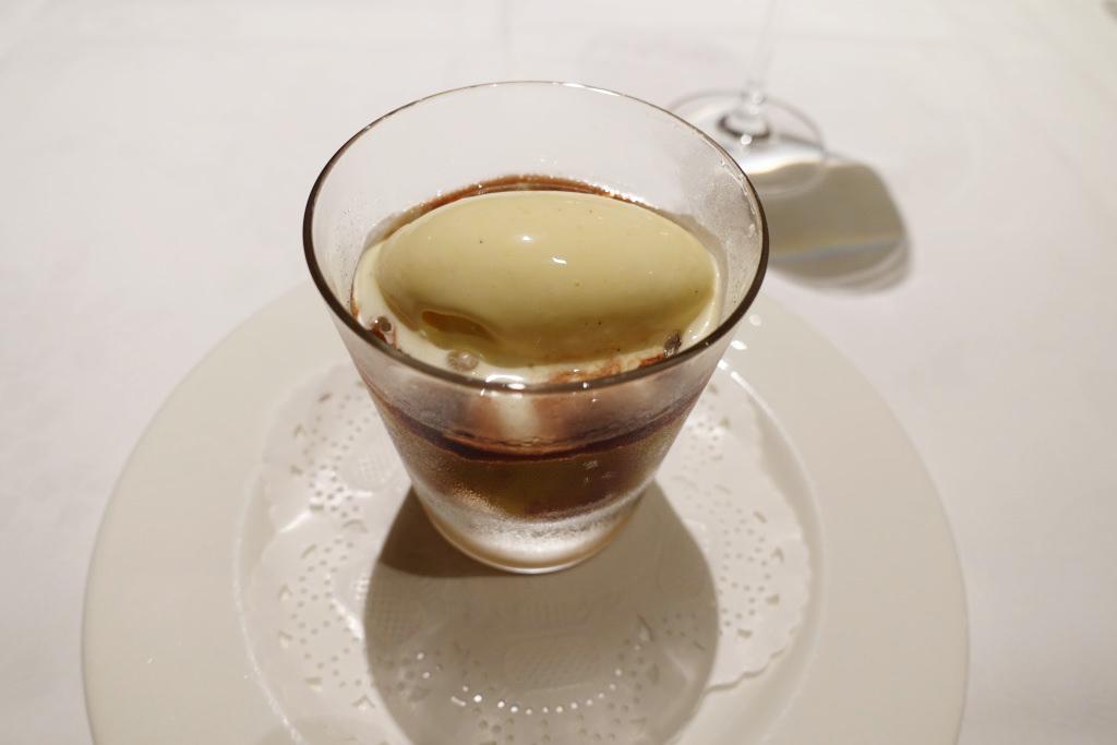 藤稔と白ワインのゼリー