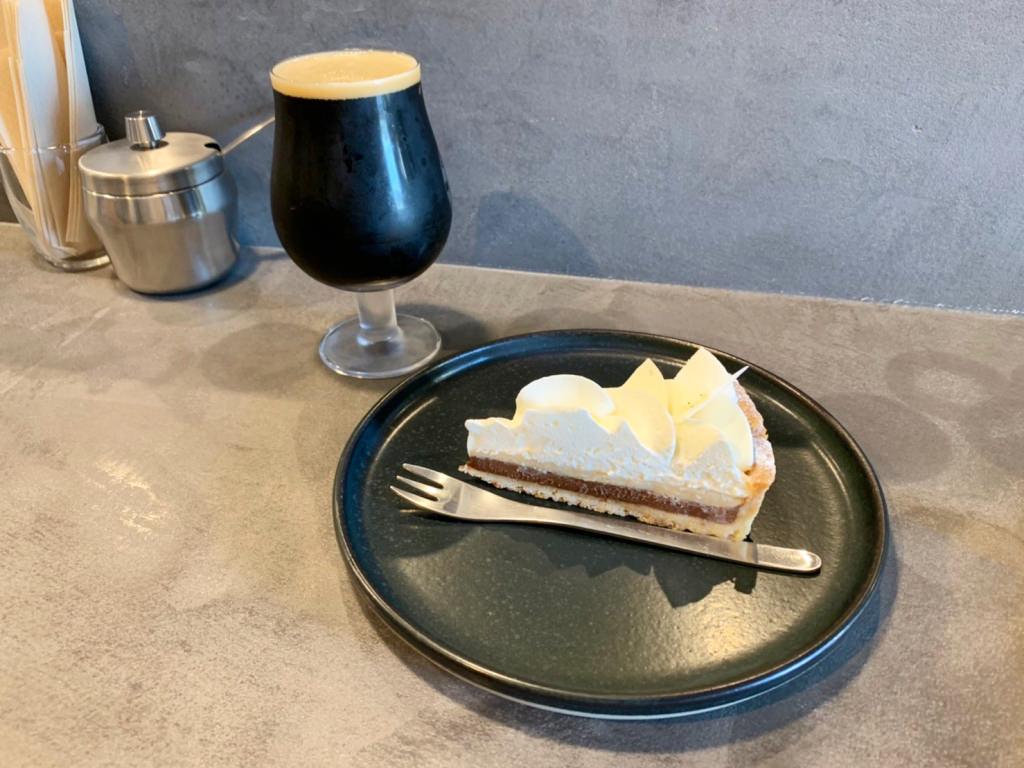 カフェショコラタルトにクラフトビールのアフターダーク