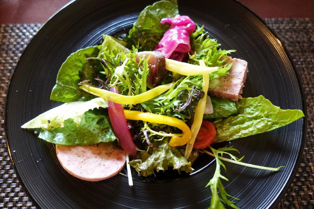 手作りハムとメジマグロのサラダ