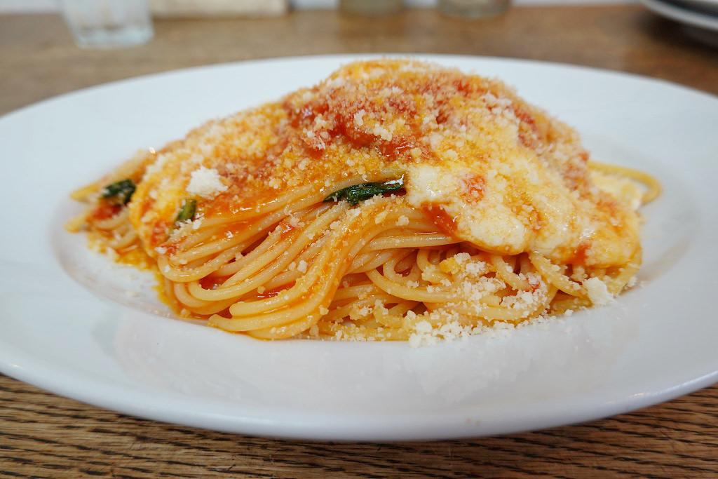 トマトとモッツァレラチーズのスパゲッティ