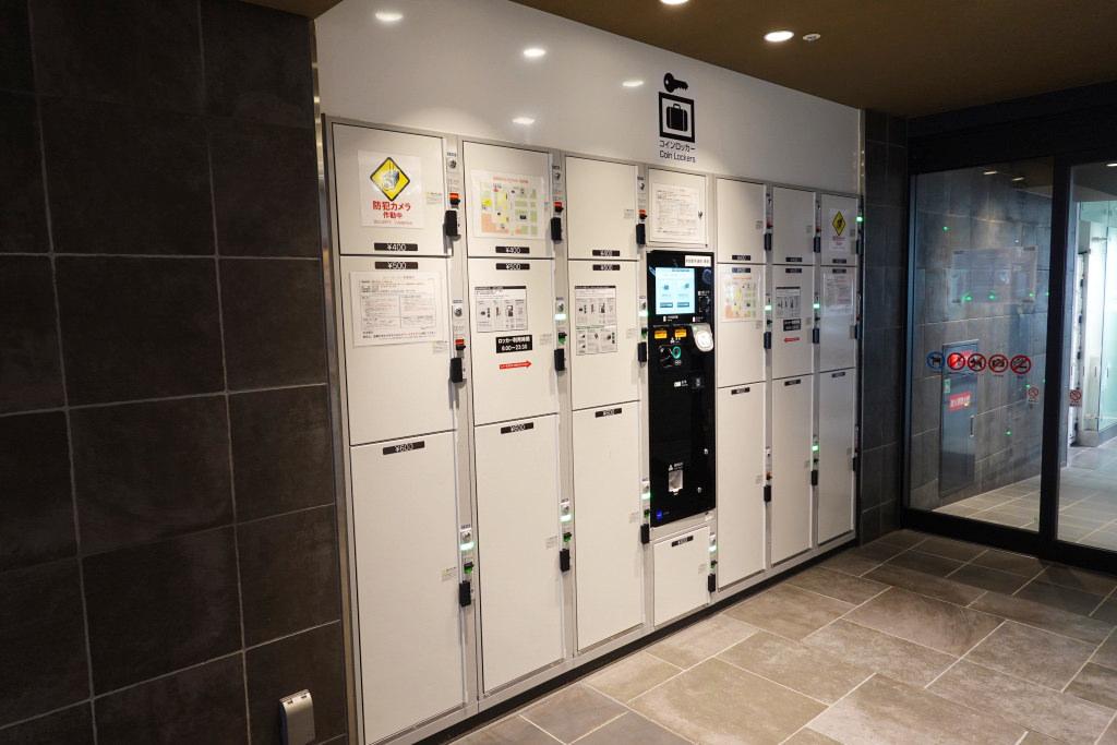 新幹線改札口のコインロッカー