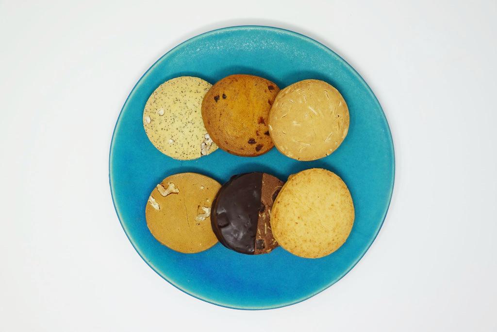 お皿に並べたCPクッキー