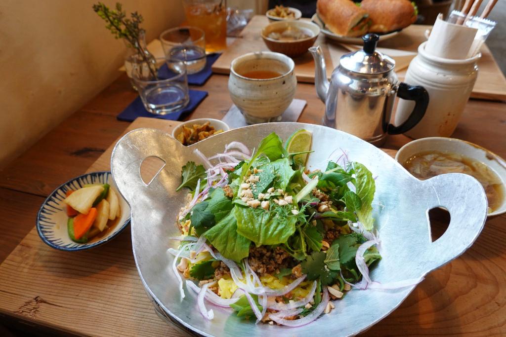 豚肉と香味野菜のラープ飯